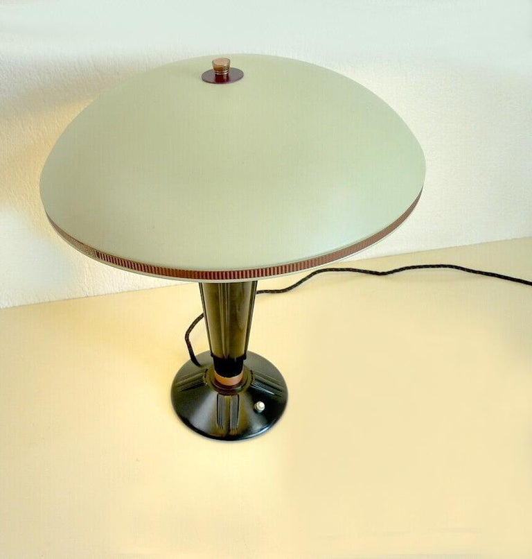 Large Art Deco Bakelite Table Lamp by Eileen Gray for Jumo, France In Good Condition For Sale In Devon, England
