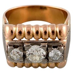Large Art Deco Ring in 18 Carat Gold with Three Old Cut Large Diamonds, 1930s