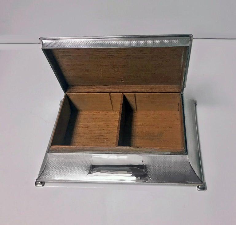 English Large Art Deco Silver Box, Birmingham 1930 William Hutton & Sons. For Sale