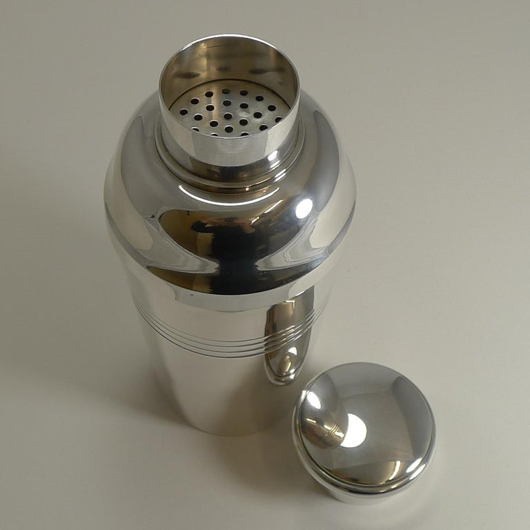 Large Art Deco Silver Plated Cocktail Shaker, French by Lancel Paris circa 1930s For Sale 1