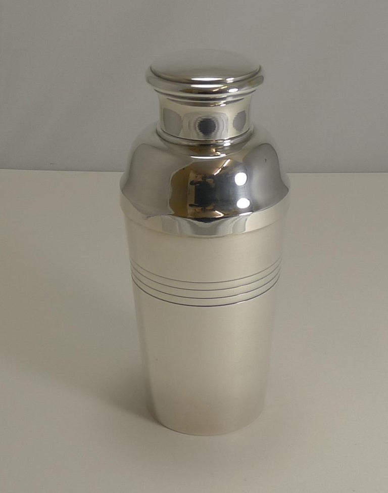Large Art Deco Silver Plated Cocktail Shaker, French by Lancel Paris circa 1930s For Sale 4