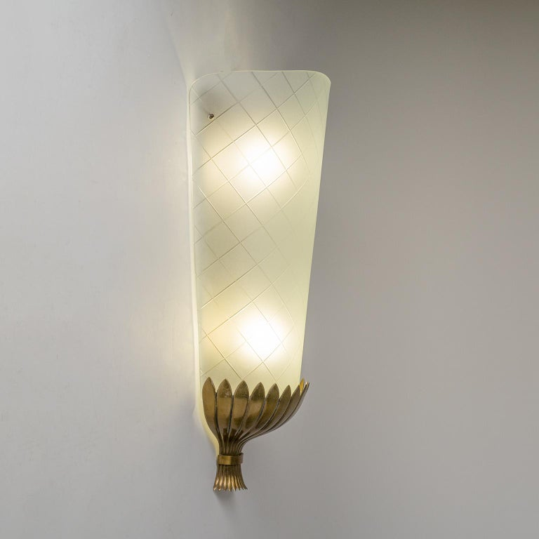 Large Art Deco Wall Light, 1930s, Brass and Cut Glass For Sale 4