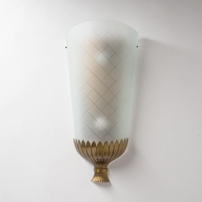 Large Art Deco Wall Light, 1930s, Brass and Cut Glass In Good Condition For Sale In Vienna, AT