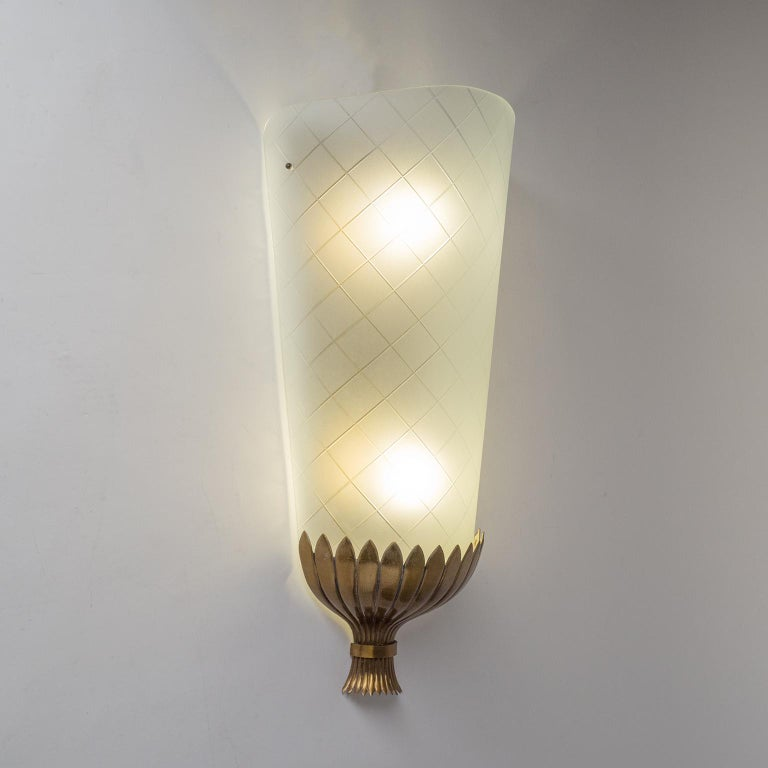 Large Art Deco Wall Light, 1930s, Brass and Cut Glass For Sale 3