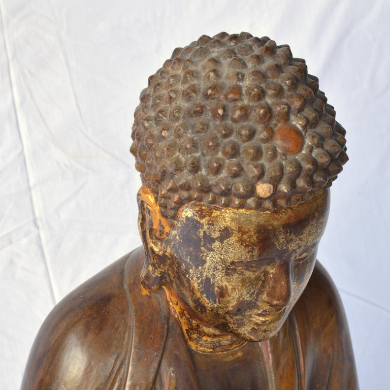 Large Asian Patinated and Gilt Buddha Sculpture In Good Condition For Sale In Brussels, BE