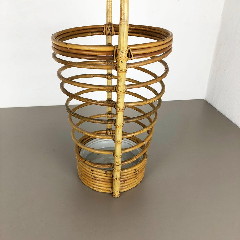 Large Midcentury Rattan Bauhaus Umbrella Stand, France, 1970s In Good Condition For Sale In Kirchlengern, DE