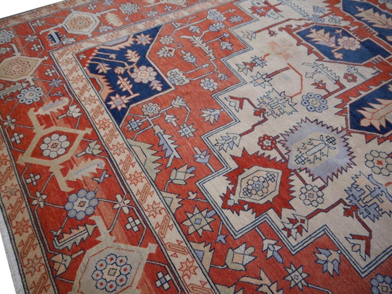 Large Azeri Heriz Rug Oversized Persian Serapi Style, Hand Knotted In Excellent Condition For Sale In Lohr, Bavaria, DE