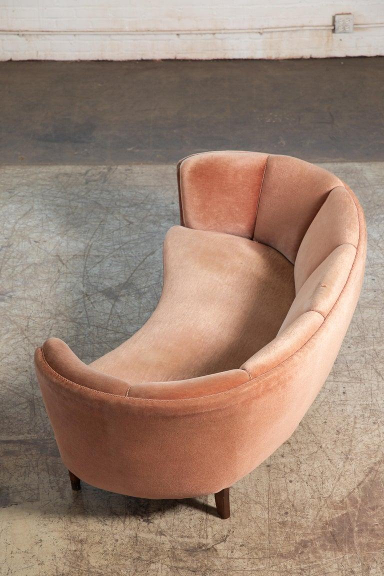Danish Large Banana Form Curved Sofa in Pink Velvet Denmark, 1940s For Sale