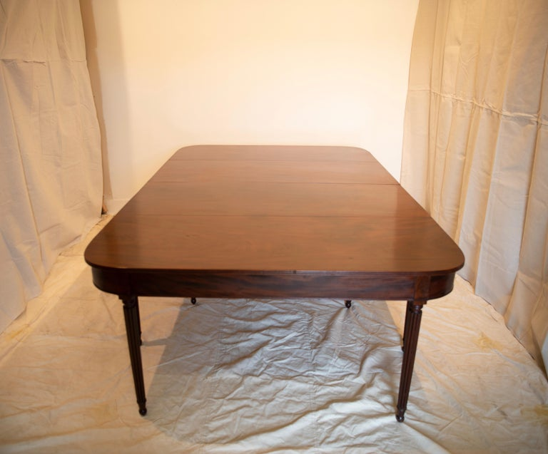 Large Banquet Size Drop Leaf Mahogany Dining Table, Early 19th Century For Sale 7