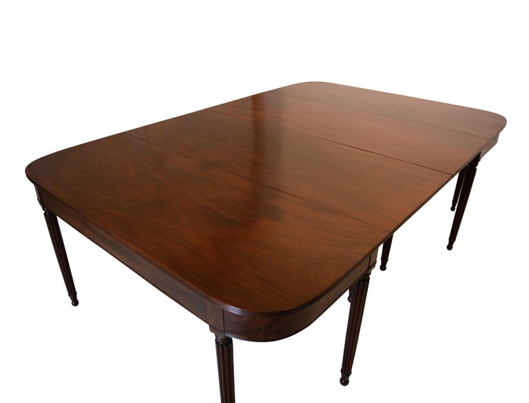 American Large Banquet Size Drop Leaf Mahogany Dining Table, Early 19th Century For Sale