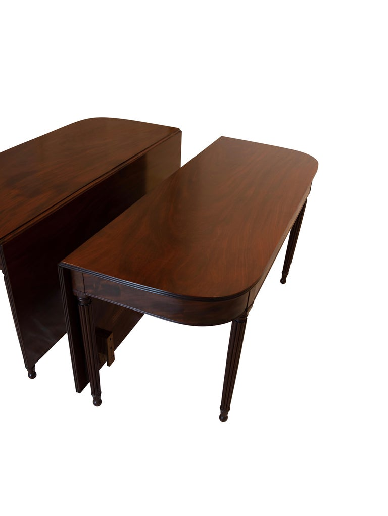 Large Banquet Size Drop Leaf Mahogany Dining Table, Early 19th Century In Good Condition For Sale In San Francisco, CA
