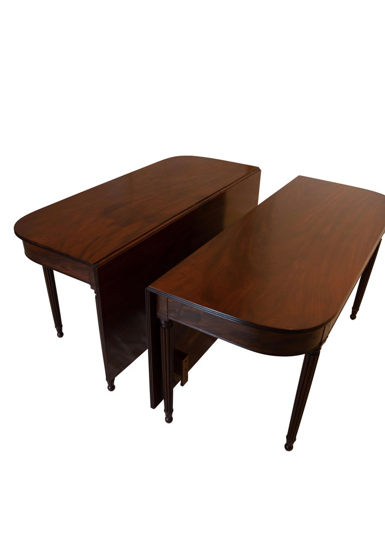 Large Banquet Size Drop Leaf Mahogany Dining Table, Early 19th Century For Sale 1