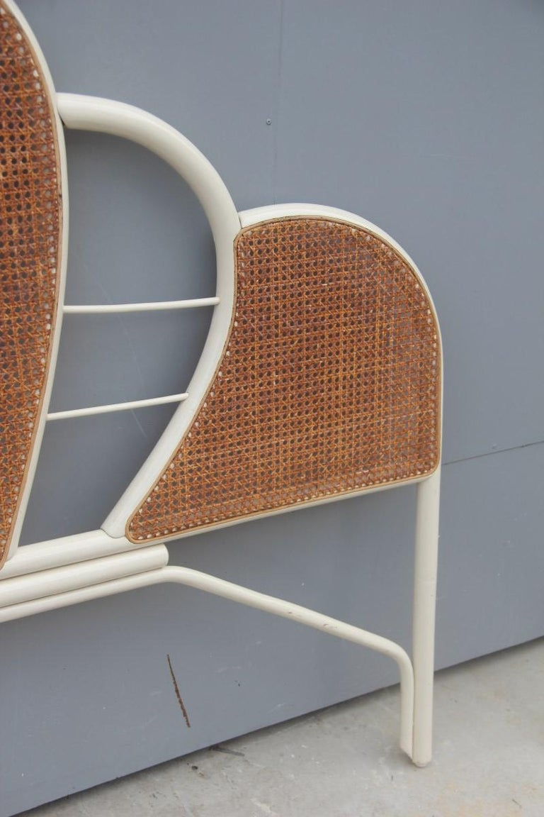 Large Bed Headboard in White Lacquered Bamboo and Vienna Straw, 1970, Italian In Good Condition For Sale In Palermo, Sicily