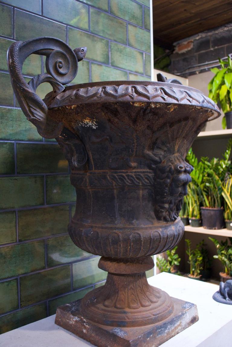 Large Belle Époque Cast Iron Urn For Sale 2