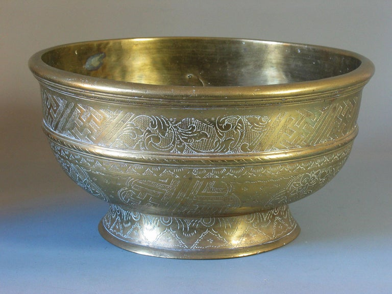 Hand-Crafted Large Betel Nut Brass Bowl 'Sireh' East Java Indonesia, circa 1900 For Sale