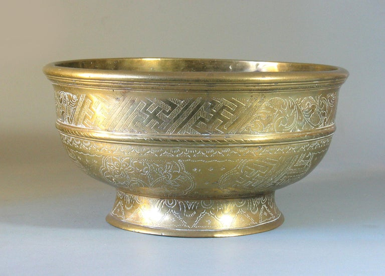 Large Betel Nut Brass Bowl 'Sireh' East Java Indonesia, circa 1900 For Sale 2