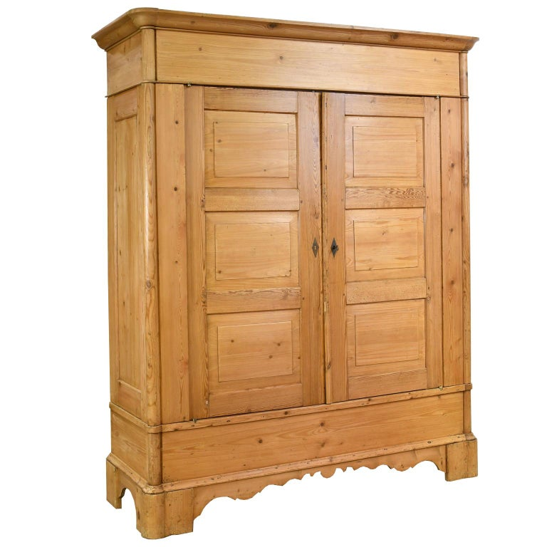 Biedermeier Inspired Scrubbed Pine Armoire from Northern Germany, circa 1820 For Sale 8