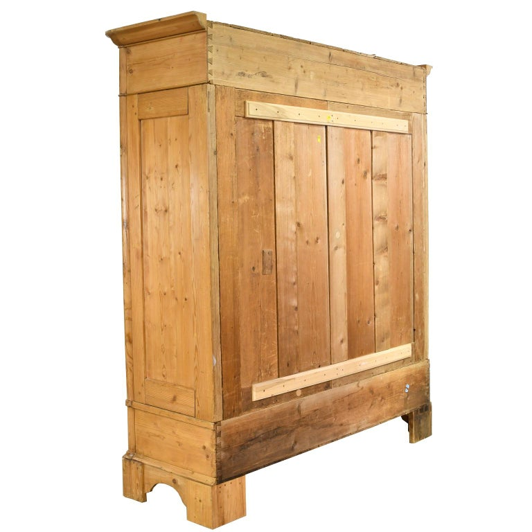 Biedermeier Inspired Scrubbed Pine Armoire from Northern Germany, circa 1820 For Sale 2