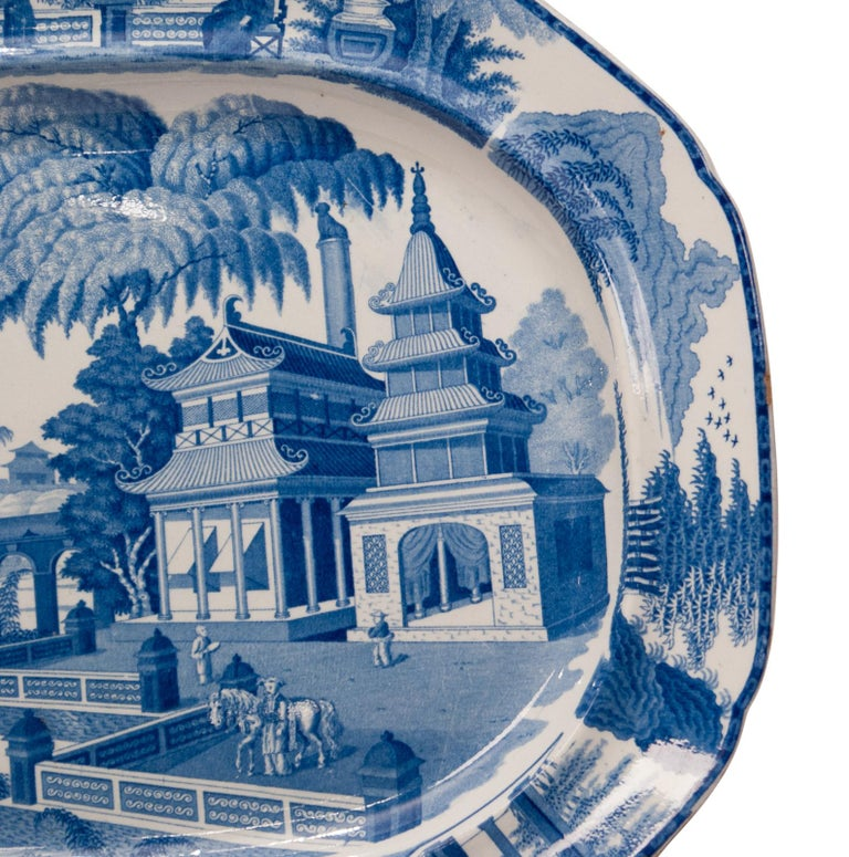 Large Blue and White Platter in the Chinese Style, England, circa 1820 In Excellent Condition For Sale In San Francisco, CA