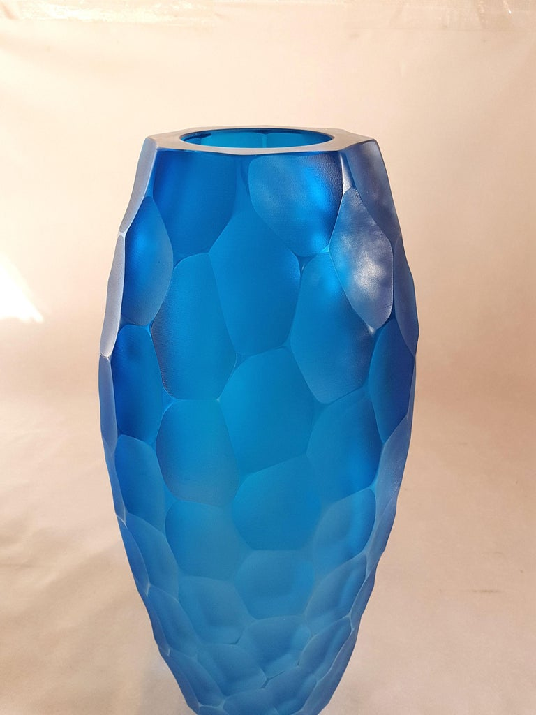 Very large blue translucent Murano glass vase, or urn. By Simone Cenedese, Murano, Italy, 1980s. The Murano glass is faceted outside, creating a matt effect. A beautiful piece of Murano glass Art. In excellent condition.