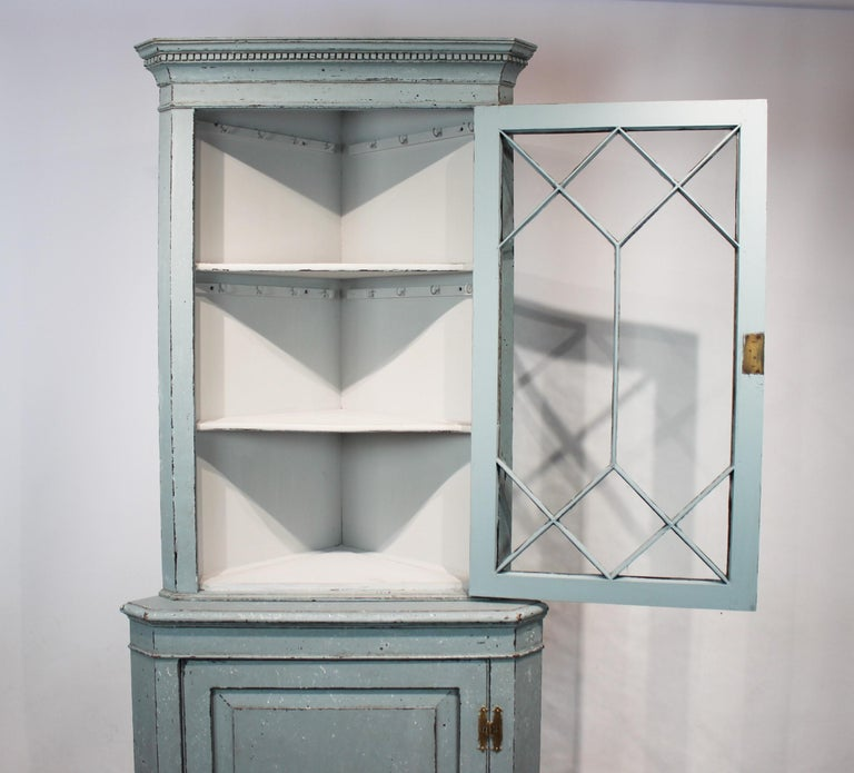 Large Blue Painted Gustavian Corner Cabinet from the 1880s For Sale 6