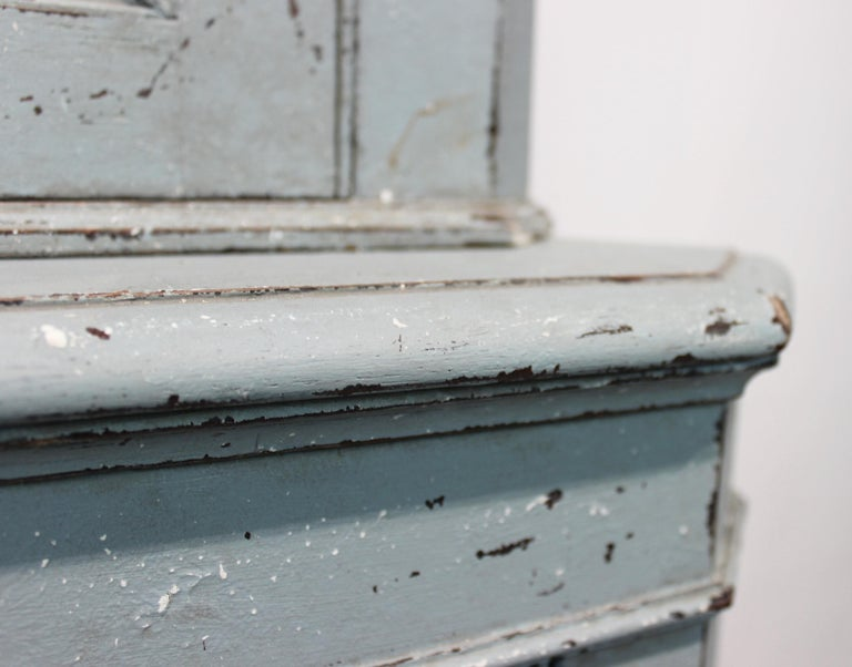 Large Blue Painted Gustavian Corner Cabinet from the 1880s For Sale 1