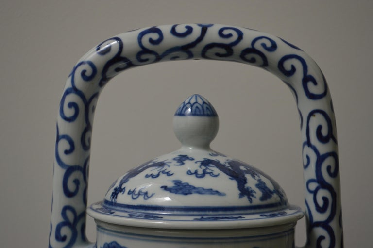 Chinese Large Blue and White Porcelain Tea Pot For Sale