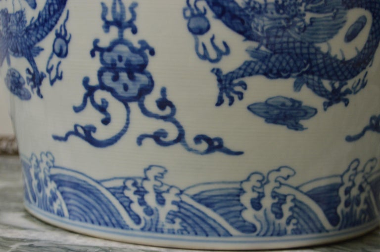 Large Blue and White Porcelain Tea Pot In Excellent Condition For Sale In Oakville, ON
