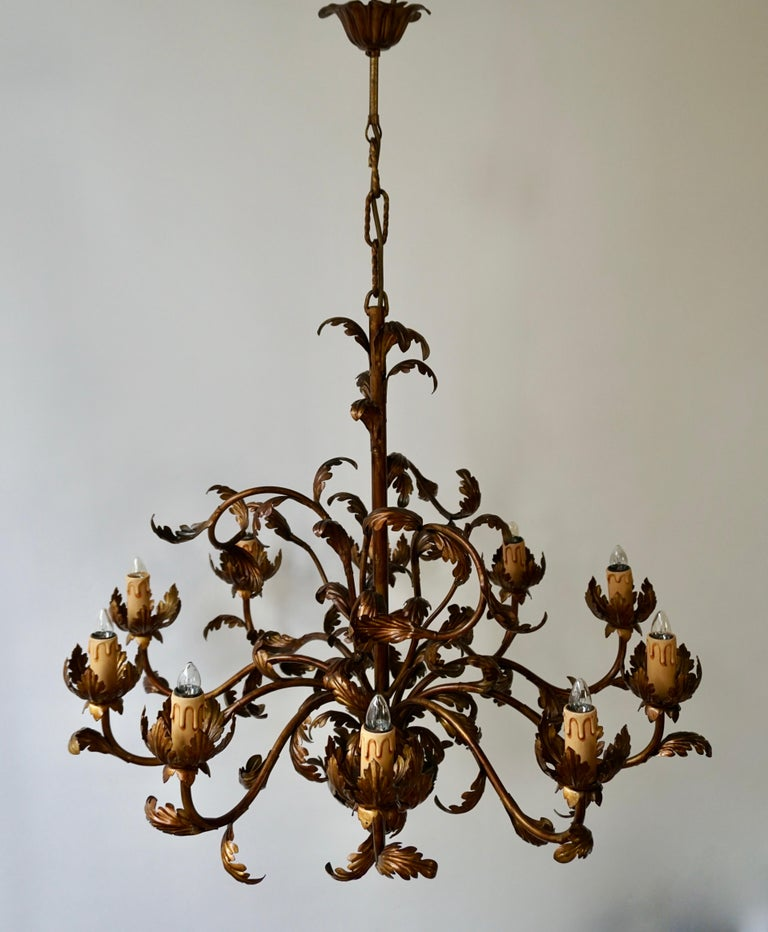 Large Brass Chandelier with Leaves In Good Condition For Sale In Antwerp, BE