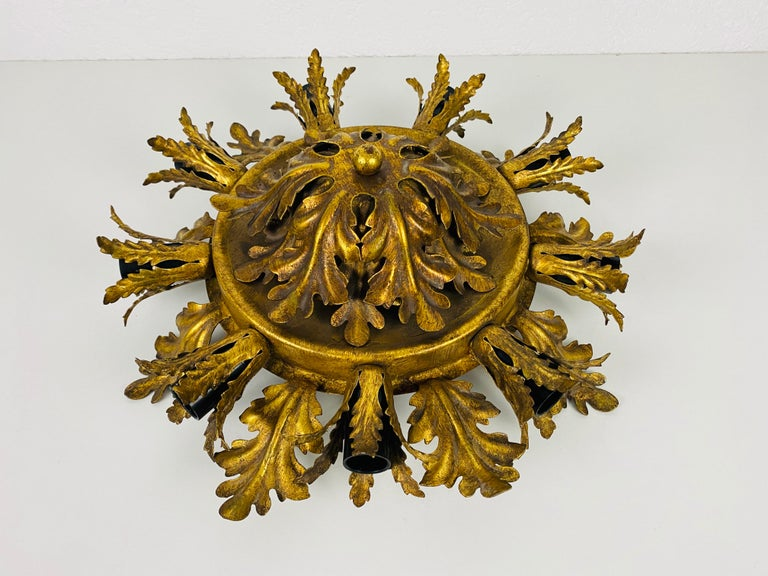 Large Brass Florentine Flower Shape Flush Mount by Banci, Italy, 1950s In Good Condition For Sale In Hagenbach, DE