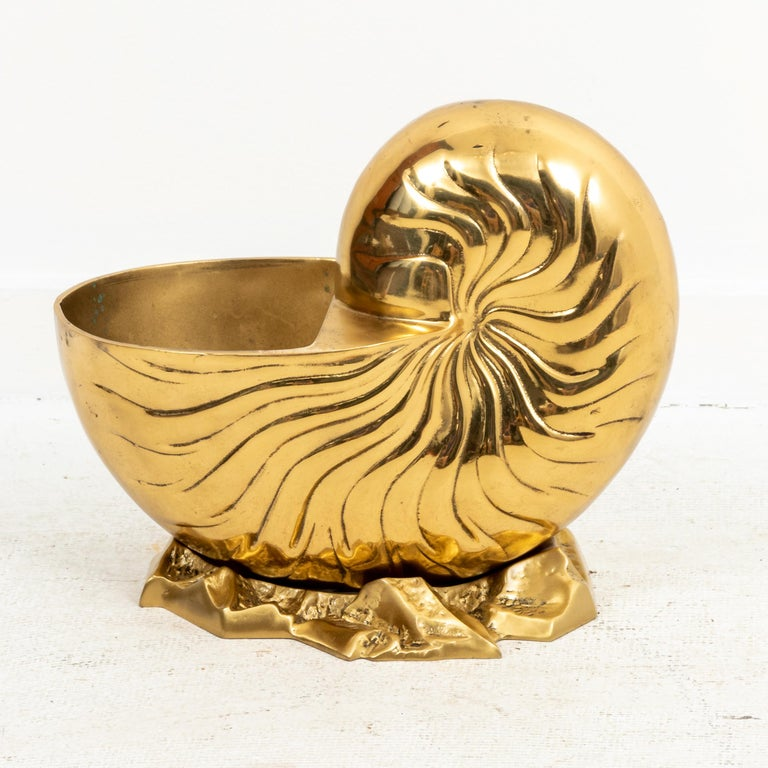 Large Brass Hollywood Regency Seashell Nautilus In Good Condition For Sale In New York, NY