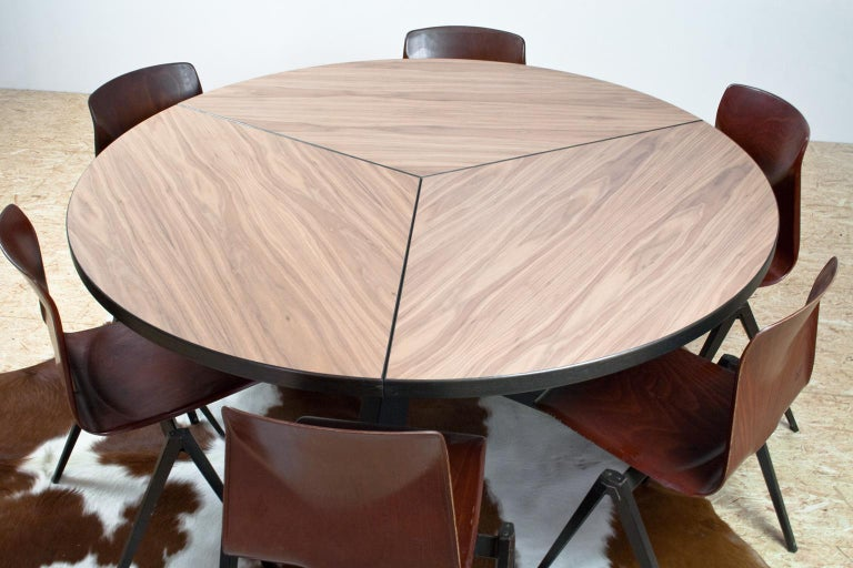Large Brutalist Round Walnut Dining Table Tripod in Style of Dutch Modernisme For Sale 1