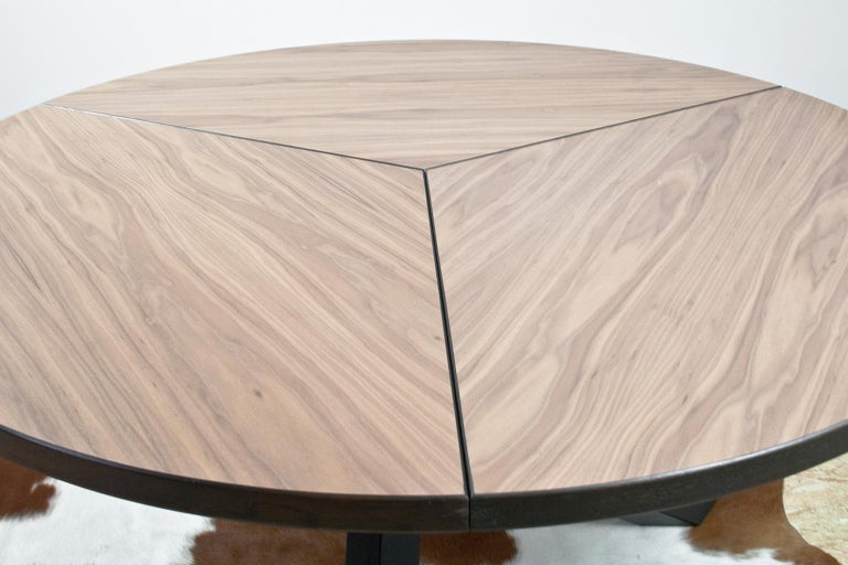 Large Brutalist Round Walnut Dining Table Tripod in Style of Dutch Modernisme For Sale 2