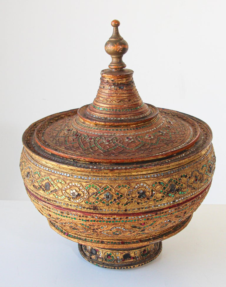 Large Burmese Gilt and Lacquered Wood Temple Offering Basket For Sale 2