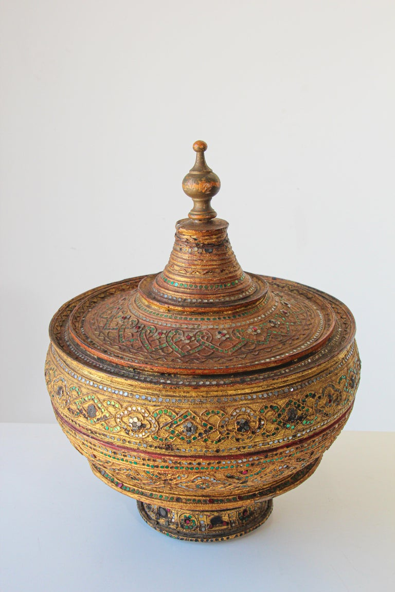 Large Burmese Gilt and Lacquered Wood Temple Offering Basket For Sale 3