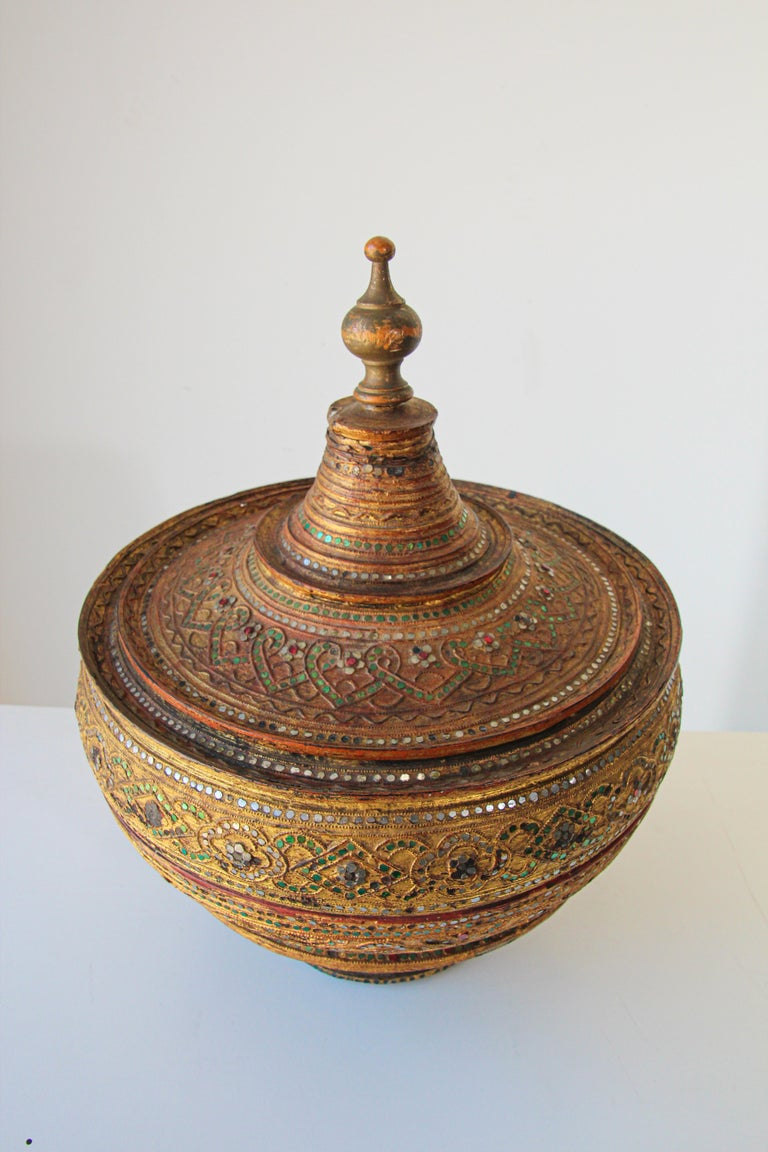 Large Burmese Gilt and Lacquered Wood Temple Offering Basket For Sale 4