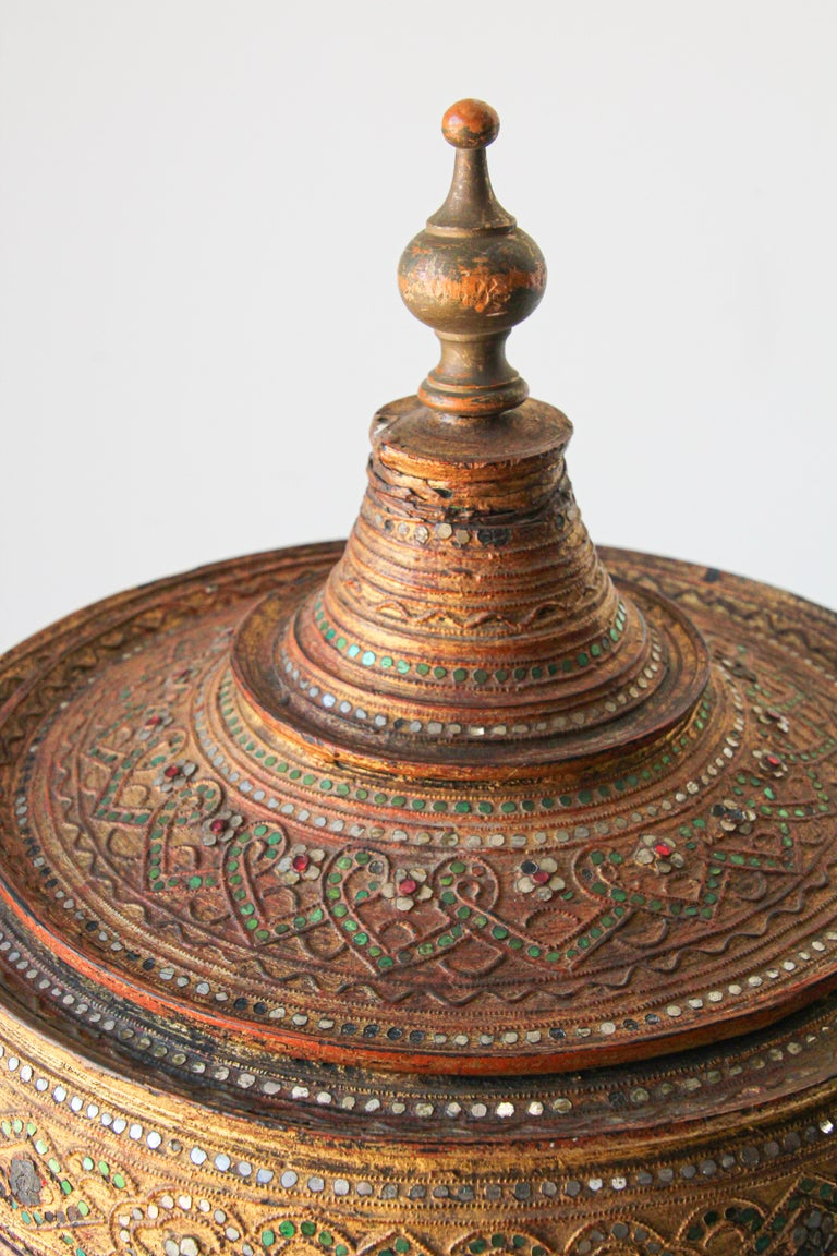 Large Burmese Gilt and Lacquered Wood Temple Offering Basket For Sale 5
