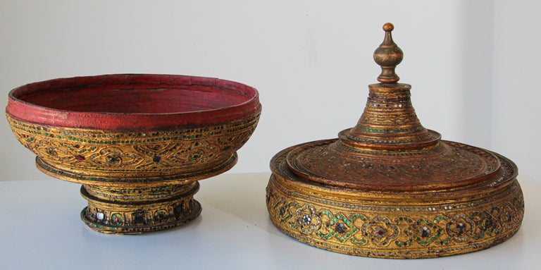Large Burmese Gilt and Lacquered Wood Temple Offering Basket For Sale 8