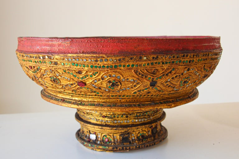 Large Burmese Gilt and Lacquered Wood Temple Offering Basket For Sale 10