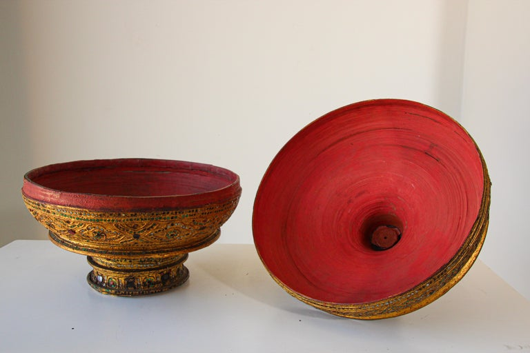 Large Burmese Gilt and Lacquered Wood Temple Offering Basket For Sale 11