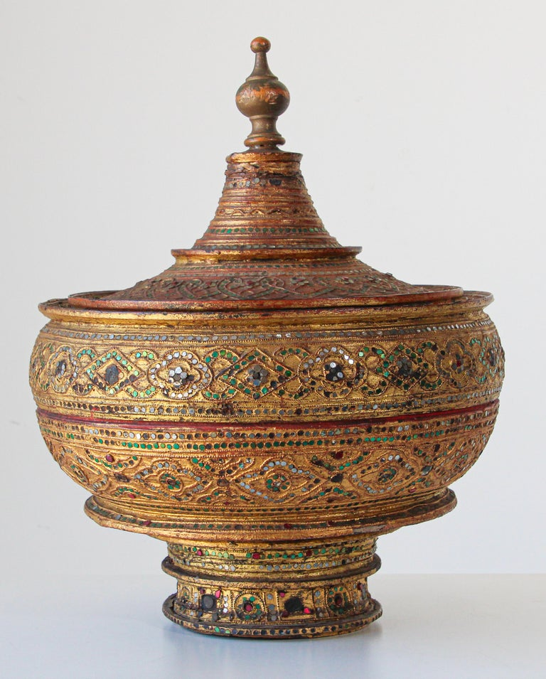 Large Burmese Gilt and Lacquered Wood Temple Offering Basket For Sale 12