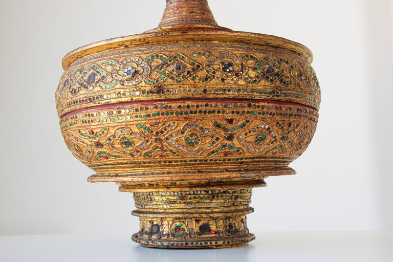 Hand-Crafted Large Burmese Gilt and Lacquered Wood Temple Offering Basket For Sale