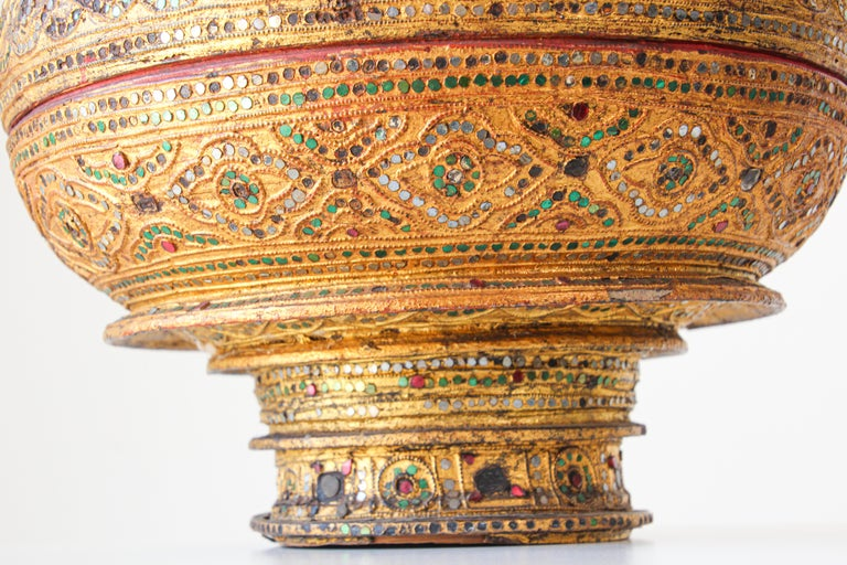 Large Burmese Gilt and Lacquered Wood Temple Offering Basket In Good Condition For Sale In North Hollywood, CA