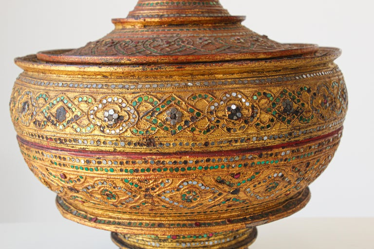 Large Burmese Gilt and Lacquered Wood Temple Offering Basket For Sale 1