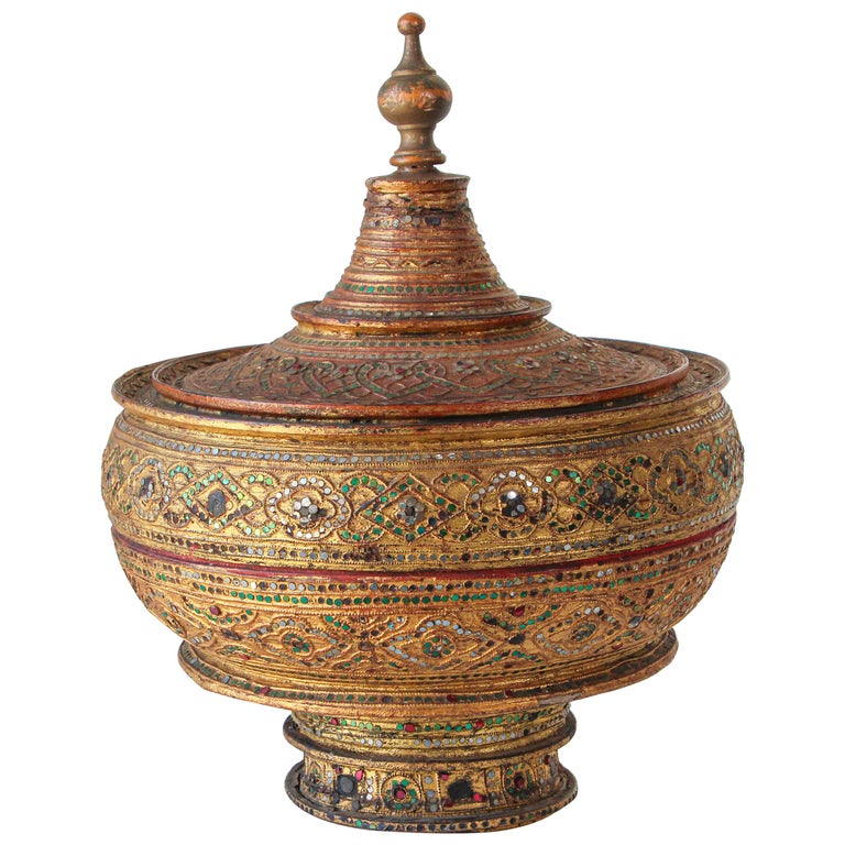 Large Burmese Gilt and Lacquered Wood Temple Offering Basket For Sale