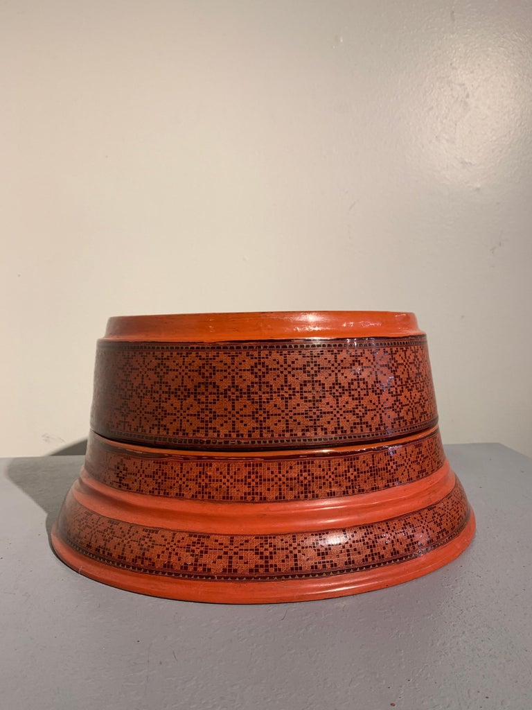 Large Burmese Red and Black Lacquer Tiered Round Box, Early to Mid-20th Century For Sale 1