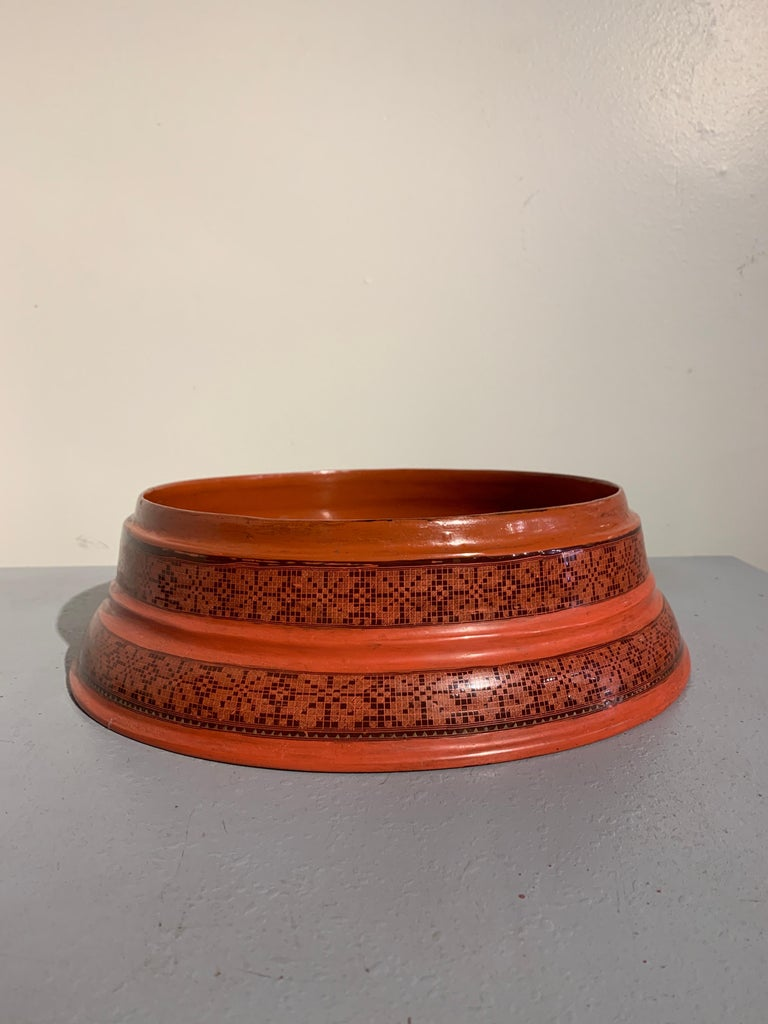 Large Burmese Red and Black Lacquer Tiered Round Box, Early to Mid-20th Century For Sale 2