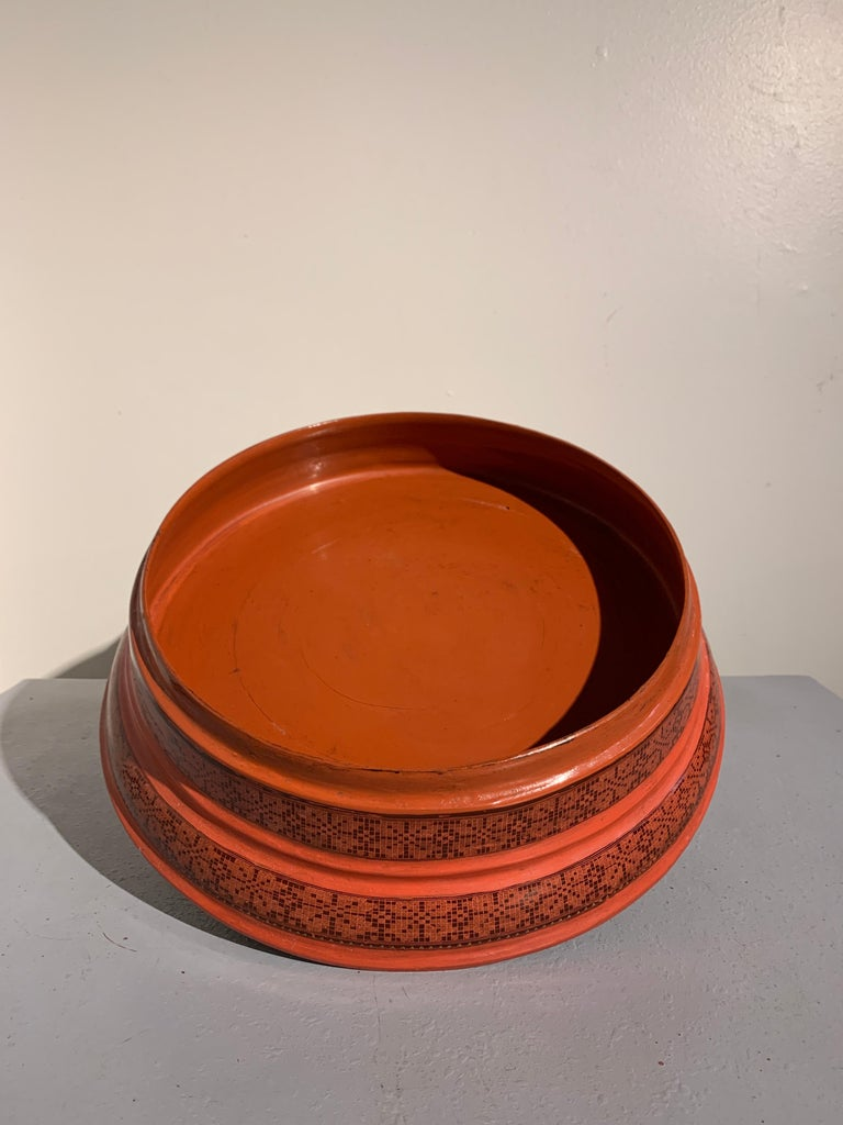 Large Burmese Red and Black Lacquer Tiered Round Box, Early to Mid-20th Century For Sale 3