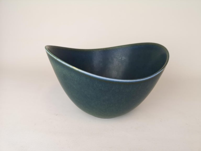 Wonderful bowl manufactured in the 1950s at Rörstrand, designed by Gunnar Nylund.  The bowl has a wonderful glaze and it lifts the shape of the bowl to a wonderful object.   Good condition:  Measures: H 10 cm, D 19 cm, L 21 cm.