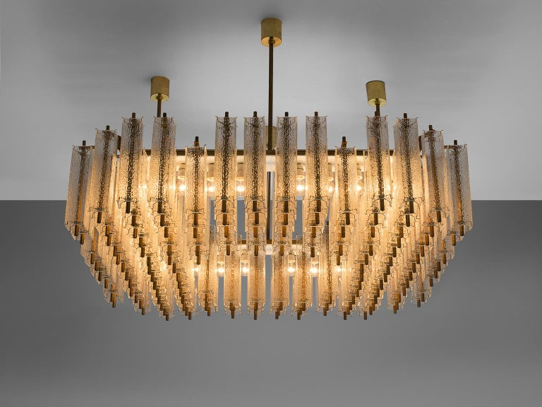 Large Chandelier in Structured Glass and Brass In Good Condition For Sale In Waalwijk, NL